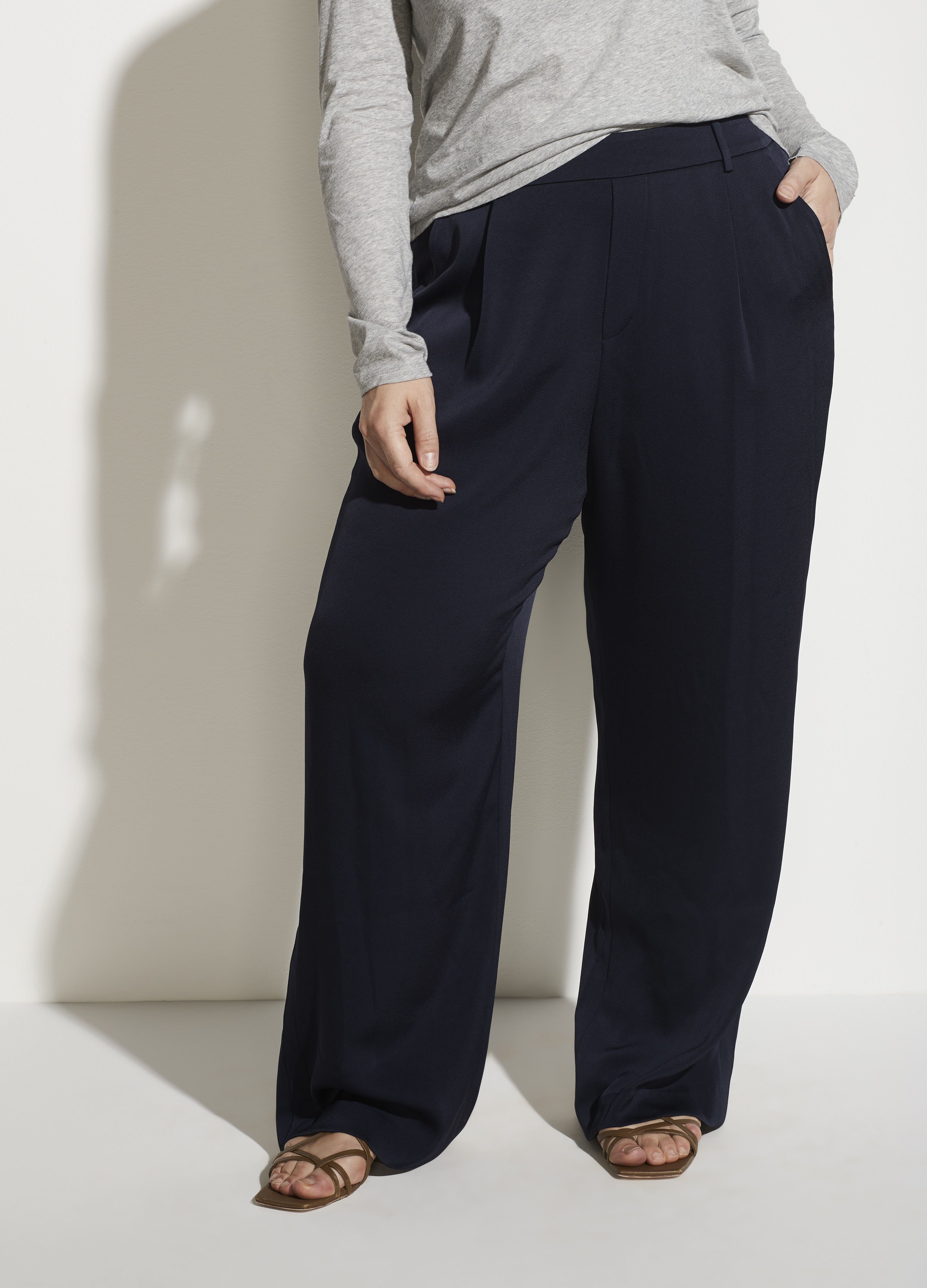 Wide Leg Pull On Pant