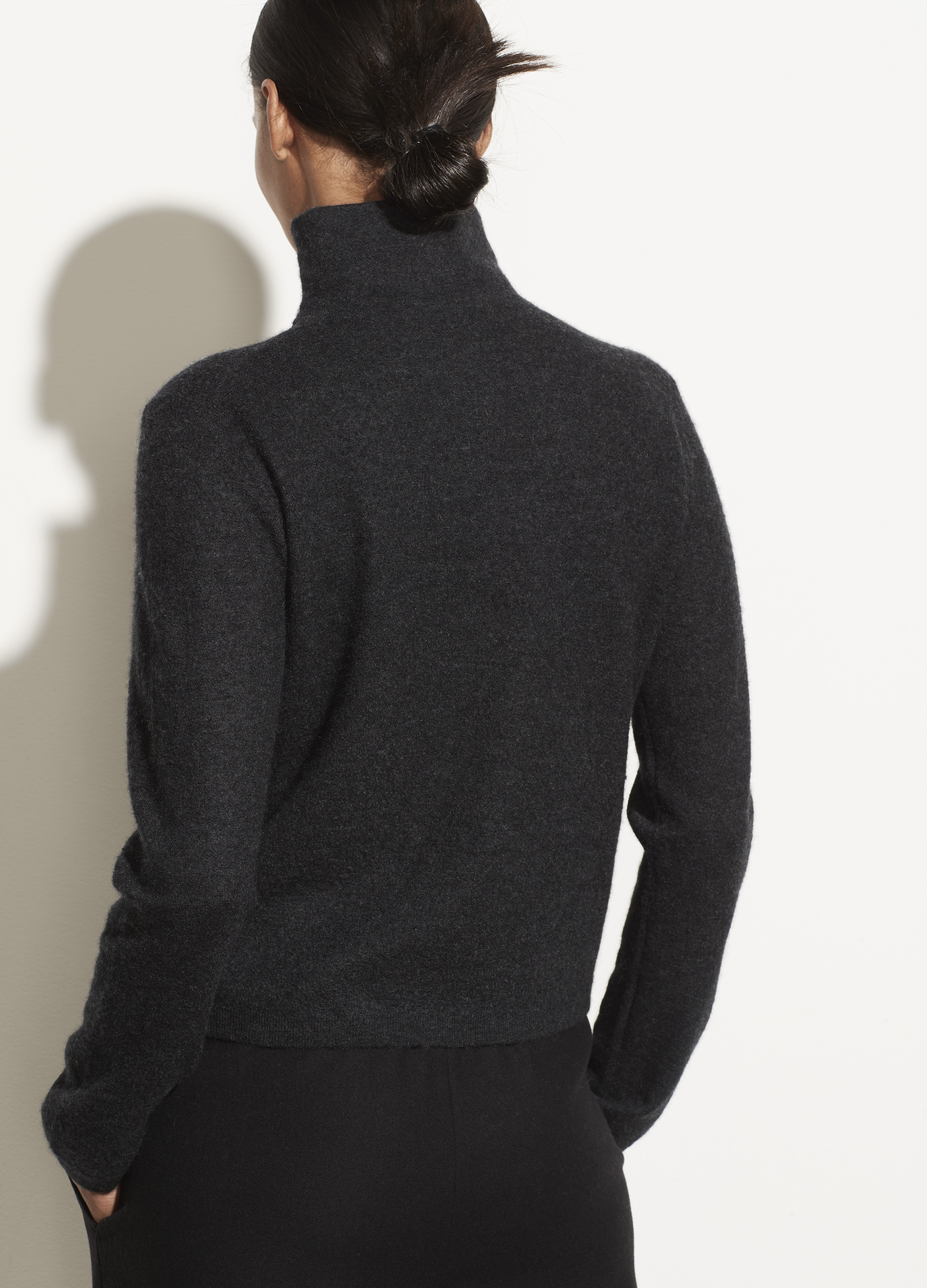 Lightweight Boiled Cashmere Fitted Turtleneck